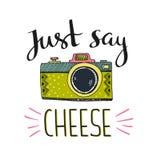 与时髦的字法的减速火箭的照片照相机-请乳酪说 向量手拉的例证 库存照片