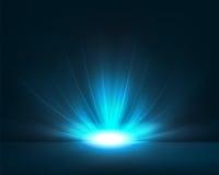 与明亮的光的深蓝背景 库存照片