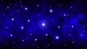与明亮的大闪烁的星的夜满天星斗的天空深蓝动态空间背景,移动的星云,无缝的圈 影视素材