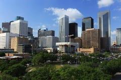与明亮的太阳的休斯敦街市地平线 免版税库存图片