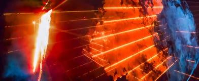 与明亮的橙色光芒和烟的抽象背景 库存照片