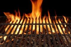 与明亮的火焰的空的烤肉格栅特写镜头 库存图片