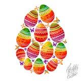 与明亮的装饰品和蝴蝶的复活节彩蛋 免版税图库摄影