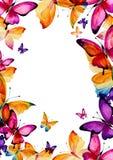 与明亮的装饰品和蝴蝶的复活节彩蛋 免版税库存照片