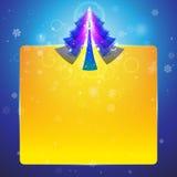 与明亮的金叶的圣诞树 免版税库存照片