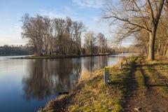 与易北河的自然风景 免版税库存图片
