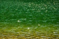 与星和波纹的水表面 免版税库存图片