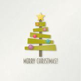 与星和球的抽象绿色圣诞树 免版税库存图片