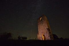 与星和老废墟1的夜空 图库摄影