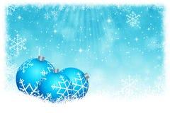 与星和雪花backgrou的抽象蓝色圣诞节球 皇族释放例证