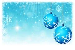与星和雪花backgrou的抽象蓝色圣诞节球 向量例证