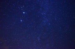 与星形的夜空 免版税库存图片