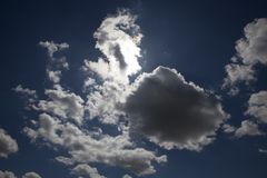 与星期日的蓝天 库存照片