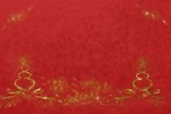 与星的两个黑暗的黄色蜡烛在深红 免版税库存图片