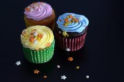 与星的杯形蛋糕 免版税库存图片