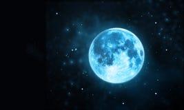 与星的白色满月大气在黑暗的夜空背景 图库摄影
