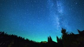 与星的银河在山哈萨克斯坦 4K TimeLapse - 2016年9月,阿尔玛蒂和阿斯塔纳,哈萨克斯坦 股票录像