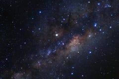 与星的银河星系和空间在宇宙拂去灰尘 免版税库存照片