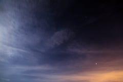 与星空间的夜空 免版税图库摄影
