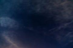 与星空间的夜空 库存图片