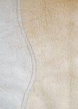 与曲线针的绒面革皮革纹理 免版税图库摄影