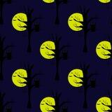 与月亮、黑暗的夜和猫头鹰的无缝的样式在树 免版税库存照片