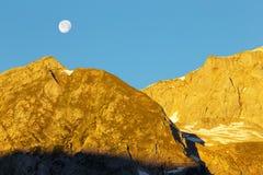 与月亮的早晨 库存图片