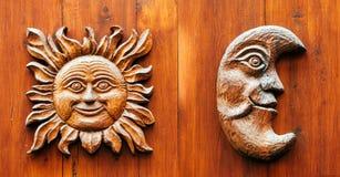 与月亮的Ancinet门和太阳面对 免版税库存图片