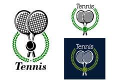 与月桂树花圈的网球象征 免版税库存照片