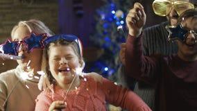 与有的闪闪发光的聪慧的激动的家庭圣诞节 股票录像