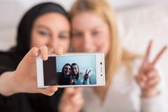 与朋友的Selfie 库存图片