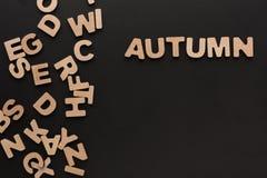 与木信件堆的词秋天  免版税库存图片