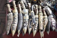 与木刀鞘的尼泊尔刀子khukuri连续待售 图库摄影