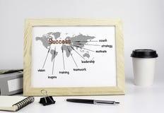 与木制框架,成功概念的办公室桌 库存图片
