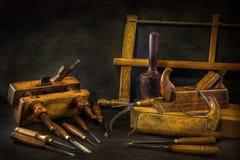 与木匠业工具的静物画,长凳飞行,木雕刻的凿子 图库摄影