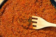 与木叉子的肉调味汁 免版税图库摄影