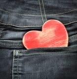 与木心脏的牛仔裤背景 被限制的日重点例证s二华伦泰向量 免版税库存照片