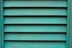 与木快门的深蓝窗口 库存图片