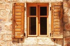 与木快门的老视窗 库存图片