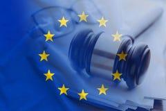 与木惊堂木的欧盟旗子在特写镜头 免版税库存照片