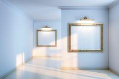 与木木条地板的新的内部画廊和空的框架和打火机 免版税库存图片
