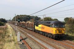 类56与木材火车的柴油疯子在WCML 免版税库存照片