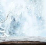 与木板条的冬天风景 库存图片