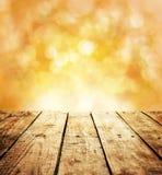 与木桌和文本空间的秋天土气模板背景 免版税库存图片