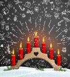 与木烛台和红色蜡烛的圣诞节背景 皇族释放例证