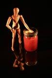 与木玩偶的水果罐头 库存图片