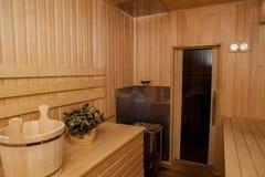 与木的芬兰蒸汽浴 免版税库存照片
