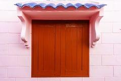 与木窗口和框架的柔光 免版税库存照片