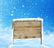 与木符号的冬天横向 库存照片