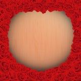 与木背景纹理的愉快的情人节与红色在葡萄酒样式的玫瑰框架 免版税库存照片
